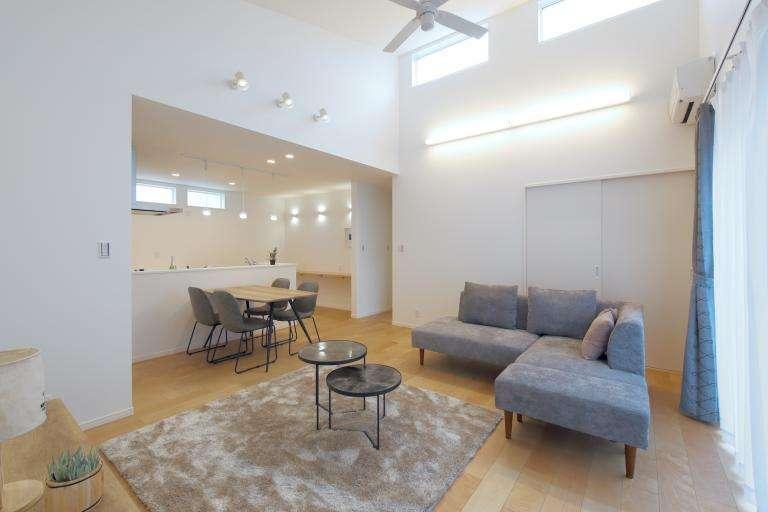 image \NEW/【鯰田モデルハウス】勾配天井を取り入れた明るく広いLDK